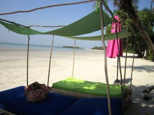 Deserted islands - with loungers