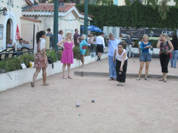 Learning to play petanque