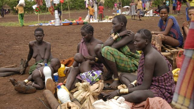 Bodi woman at the market