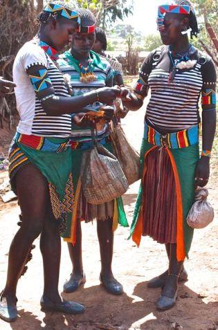 Key Afar market - Banna women
