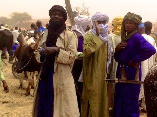 Zinder market - note the large Tuareg knife