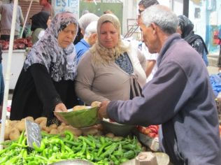 Middle East market shopping